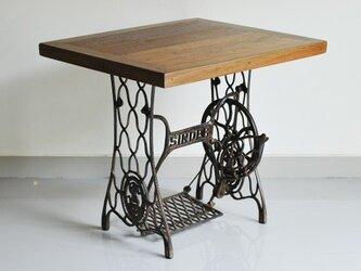 ヴィンテージスタイルのダイニングテーブル(四角)の画像
