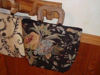 オリジナルハンドメイド!無垢の持ち手とトートバッグ(黒系 現品限り)の画像