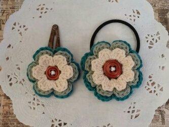 90*親子でお揃いコーデ お花のヘアゴム&ヘアピン アイボリー  グリーン の画像