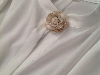 伊勢木綿の花のブローチの画像