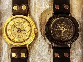 潜水艦の腕時計の画像