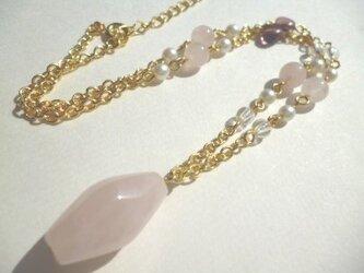 ローズクオーツ・水晶・パール・チェコビーズのネックレスの画像