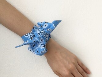 再販【ツイリースカーフ(twilly)】バンダナ風ブルーの画像