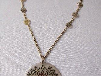 シェルトップ(ホワイト)のネックレス   の画像