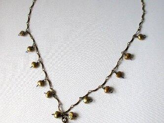 オリーブカラーのネックレス  の画像
