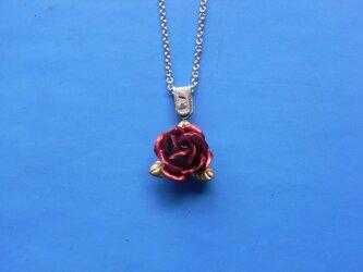 薔薇のペンダントの画像