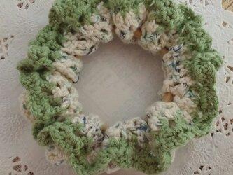 102*小さめかわいい 手編みのシュシュ ゴム入れ換え可能の画像
