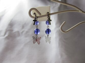 蝶と十字架のガラスパールピアス【送料無料】の画像