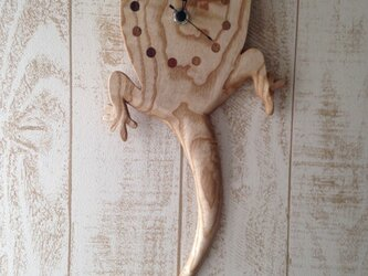 Gecko wall clock (Japanese ash)の画像