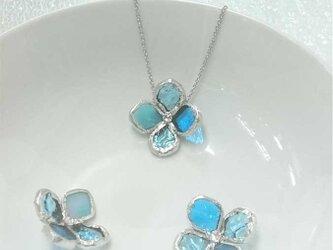 ステンドグラス製ネックレス【アジサイの花一輪】ブルーの画像
