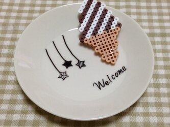 アイロンビーズアート【チョコソフトクリームブローチ】の画像