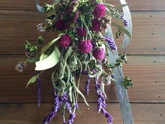 ハーブとセンニチコウ紫のスワッグの画像