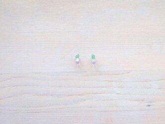 小粒天然石のノンホールピアス 緑・透明・紫の画像