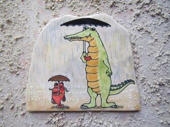 タイルの動物図鑑 ワニ 雨の画像
