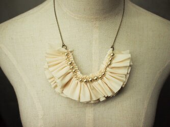 Frill necklace(beige)の画像