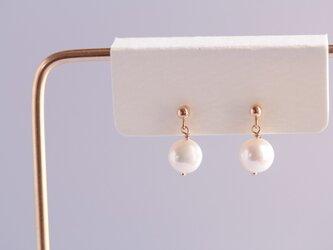 semi-round pearl earringsの画像
