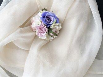 バラのコサージュ&ヘアーアクセサリーの画像