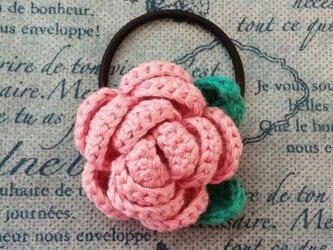 109*立体的なバラのヘアゴム 花 ピンク 薔薇の画像