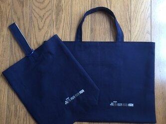 紺色レッスンバッグと靴入れのセット*クロスステッチ刺繍:電車の画像