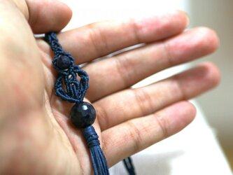 サファイアのマクラメ編み 天然石タッセルネックレスの画像