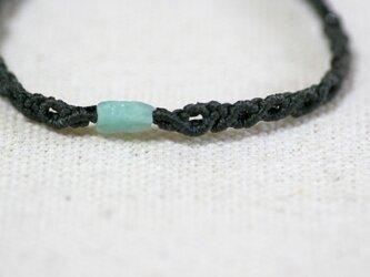 エメラルドのマクラメ編み 天然石ブレスレットの画像