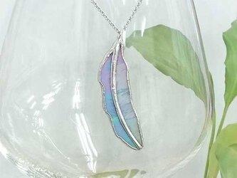 ステンドグラスのネックレス【青い小鳥の羽根】の画像