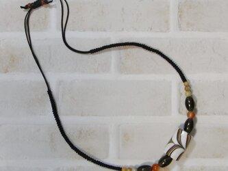 とんぼ玉と天然石のネックレスの画像