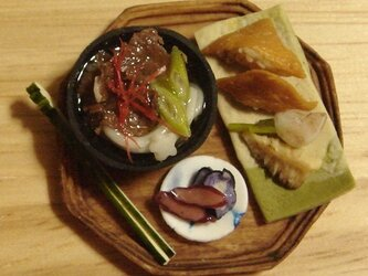 ★肉うどん&いなり寿司・三角(木製風・8角形)の画像
