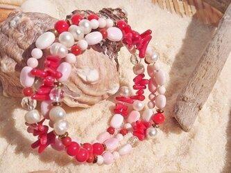 ピンクサンドビーチ風、クイーンコンクシェルの3連ブレスレットの画像