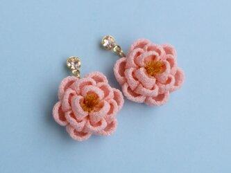 正絹 ほんわり椿のストーン付きピアス ピンク つまみ細工の画像