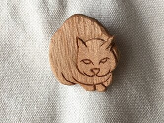 wooden cat dang broochの画像