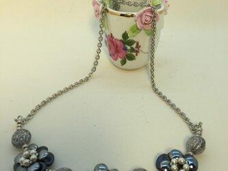 お花のネックレスの画像