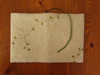 手刺繍・ブックカバー(ワイヤープランツ)の画像
