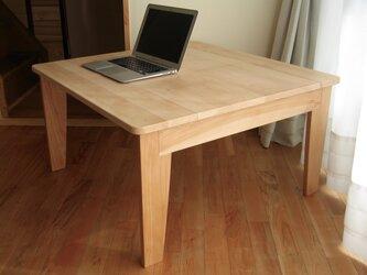 国産広葉樹無垢材の大きめローテーブルの画像