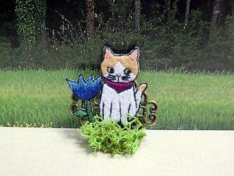 手刺繍ブローチ*草むらの猫(茶)の画像