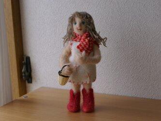 マフラーの少女の画像