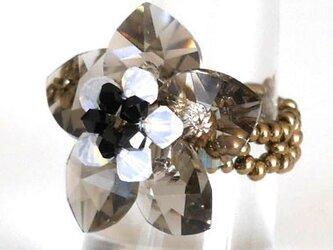 スワロフスキーお花のリングの画像