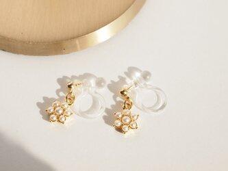 Earrings snowdropの画像