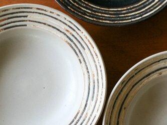 伊豆土リムストライプの八寸浅鉢(白釉)の画像