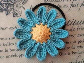 114*大人かわいい 大きめ マーガレットのヘアゴム 花 ブルー 水色 の画像