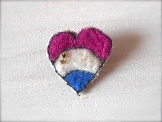 ハート刺繍×ビーズ ブローチの画像