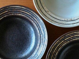 伊豆土リムストライプの八寸浅鉢(黒釉)の画像
