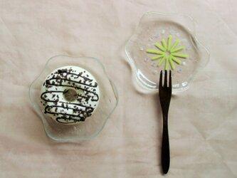 ガラスの小皿*花の画像