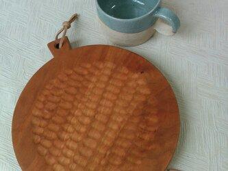 丸型手彫り カッティングボード&プレートの画像