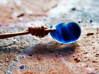 小ぶりシーグラスの革紐ペンダント85の画像