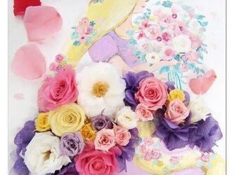 【プリザーブドフラワー/塔の上の恋するプリンセス立体フレームアレンジ】白いフレームの中には恋するプリンセスのキュートなお花たちの画像