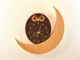 【受注制作】黒ふくろうと三日月のインテリア掛け時計【クオーツ時計】の画像