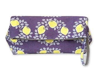 オリジナルテキスタイル「レモンのリースNavy」の2weyクラッチバッグの画像