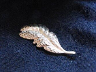 真鍮ブラス製 フェザー羽デザイン ハットやバッグにピンズブローチの画像