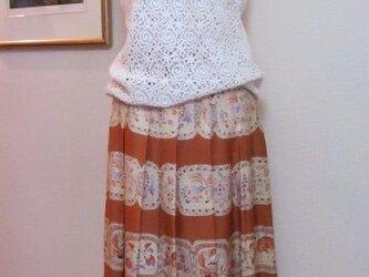 レトロモダンな柄のソフトプリーツスカートの画像
